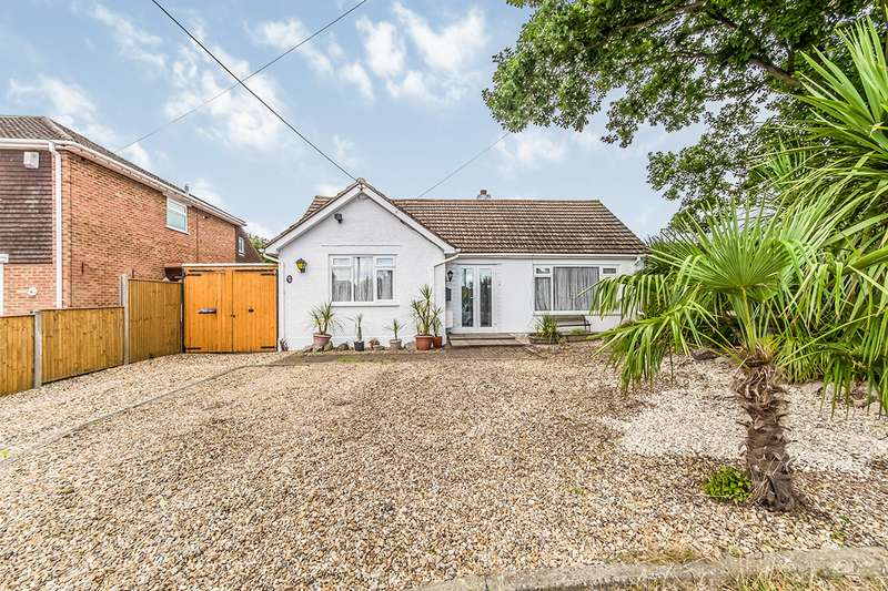 3 Bedrooms Detached Bungalow for sale in Chestnut Avenue, Chatham, Kent, ME5