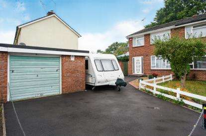 3 Bedrooms Semi Detached House for sale in Pinewood Park, Southampton, Hampshire