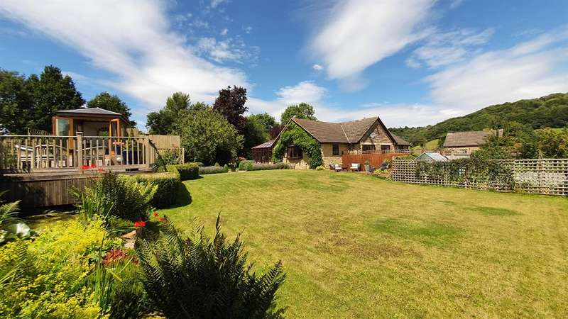 3 Bedrooms Detached House for sale in Smarts Green, North Nibley, Gloucestershire, GL11 6EQ