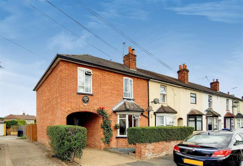 4 Bedrooms Semi Detached House for sale in Victoria Road, Addlestone