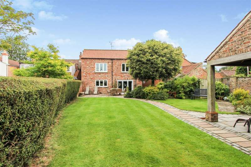 4 Bedrooms Detached House for sale in Wold Cottage, North Road, Lund, Driffield