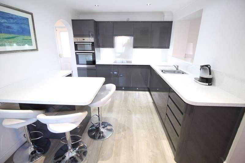 4 Bedrooms Detached House for sale in Celandine Way, Bedworth, CV12