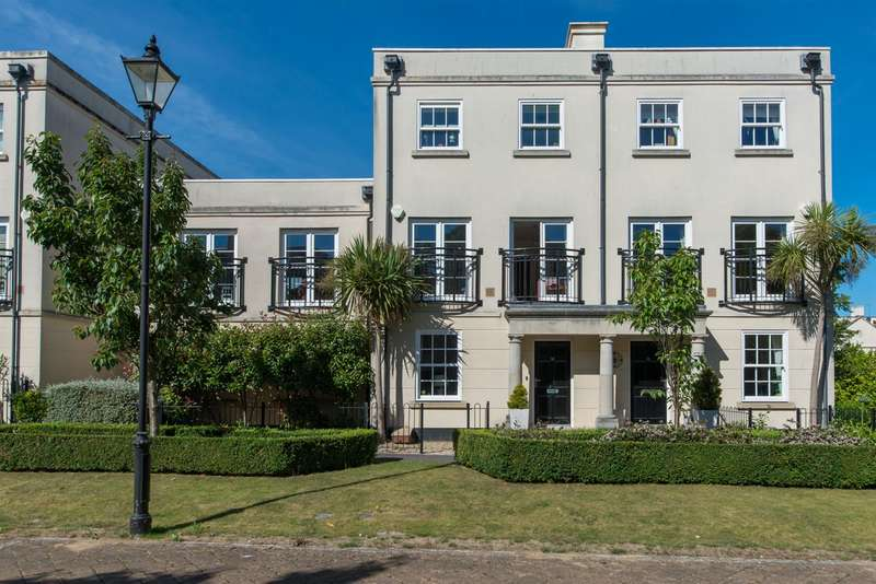 5 Bedrooms Semi Detached House for sale in 14, The Boulevard, Westgate-On-Sea