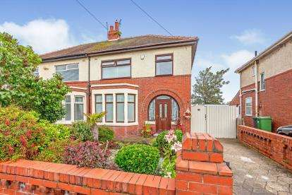 3 Bedrooms Semi Detached House for sale in Rodney Ave, Lytham St Anne's, Lancashire, FY8