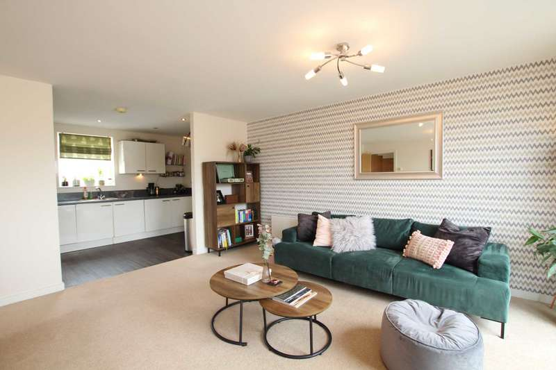 2 Bedrooms Apartment Flat for sale in Evergreen Mews, Broughton