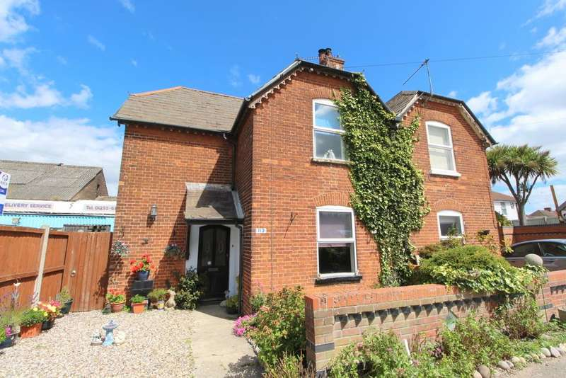 3 Bedrooms Semi Detached House for sale in Hall Lane, Walton-On-The-Naze