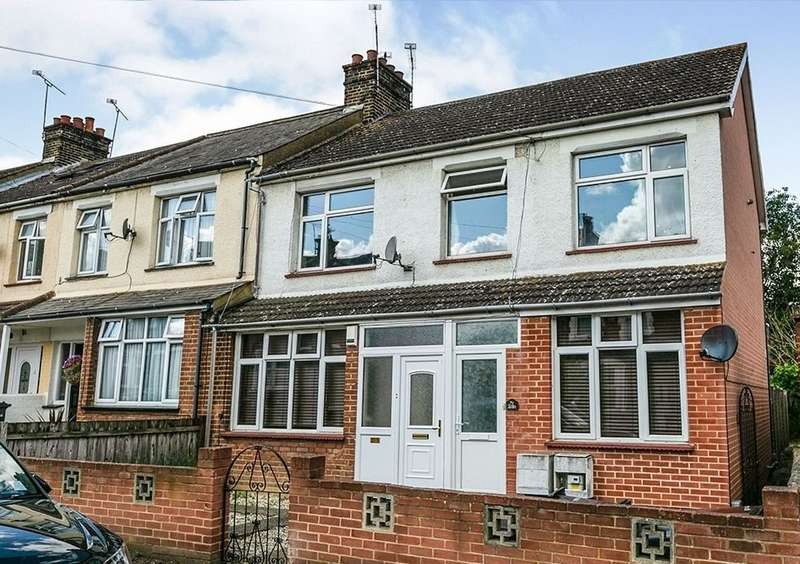 2 Bedrooms Maisonette Flat for sale in Russell Road, Gravesend, Kent, DA12