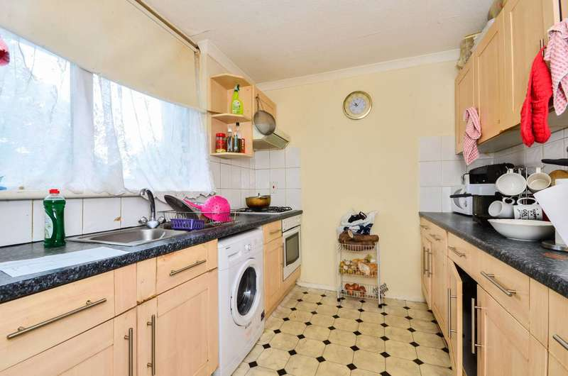 3 Bedrooms Flat for sale in Atwater Close, Tulse Hill, SW2