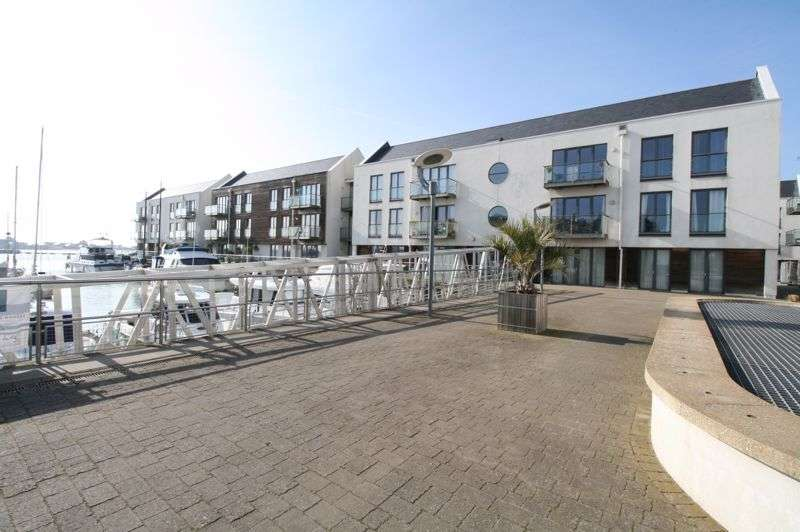 2 Bedrooms Property for sale in Waterside Marina, Brightlingsea