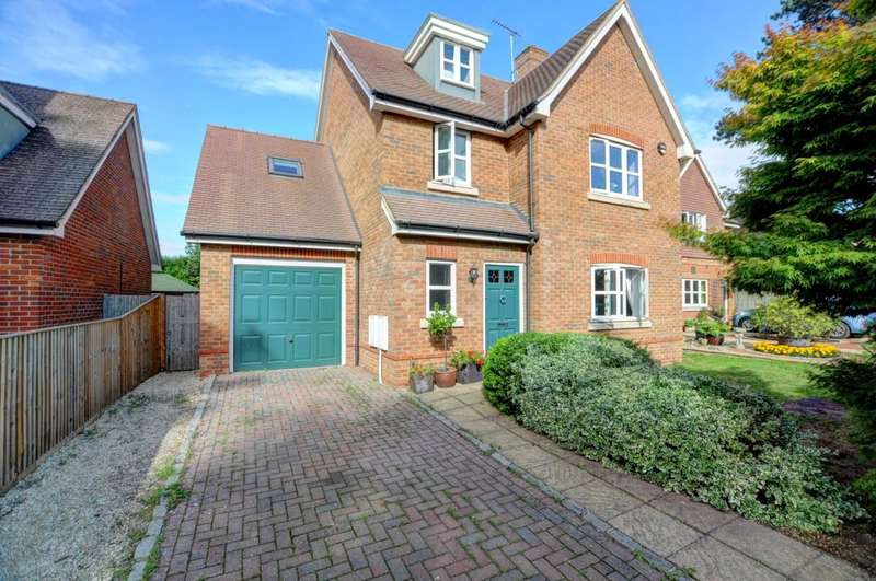 5 Bedrooms Detached House for sale in Siareys Close, Chinnor