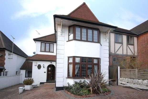 6 Bedrooms Detached House for sale in Armitage Road, London, NW11
