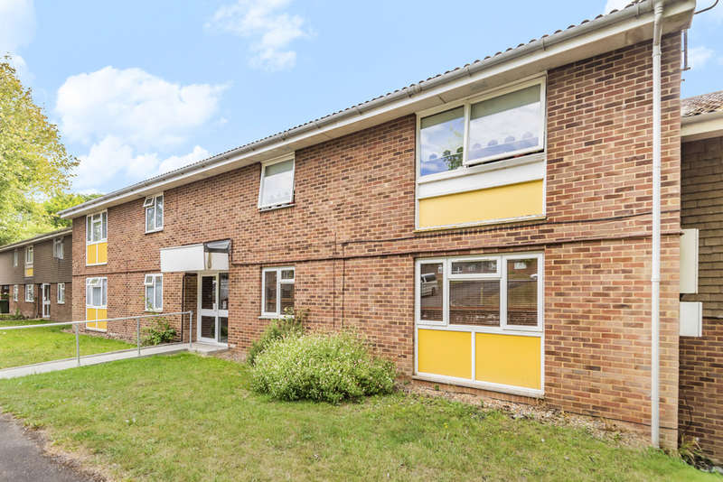2 Bedrooms Flat for sale in Pound Road, Kings Worthy