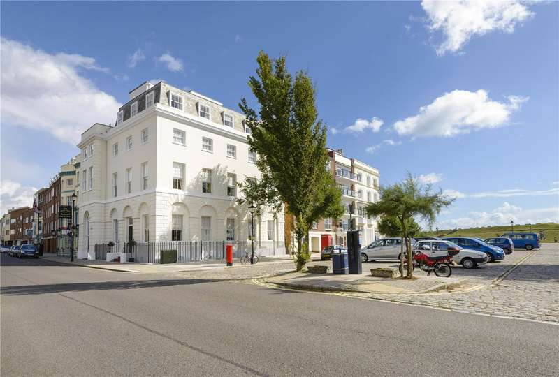 3 Bedrooms Flat for sale in High Street, Portsmouth, Hampshire, PO1