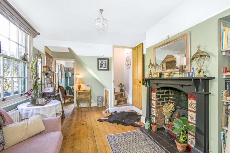 2 Bedrooms Semi Detached House for sale in Victor Road, Penge