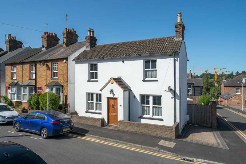 3 Bedrooms Detached House for sale in Crescent Road, Character property with two bathrooms & Parking.