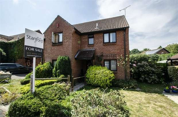 2 Bedrooms Semi Detached House for sale in Burley Close, Chandler's Ford, EASTLEIGH, Hampshire