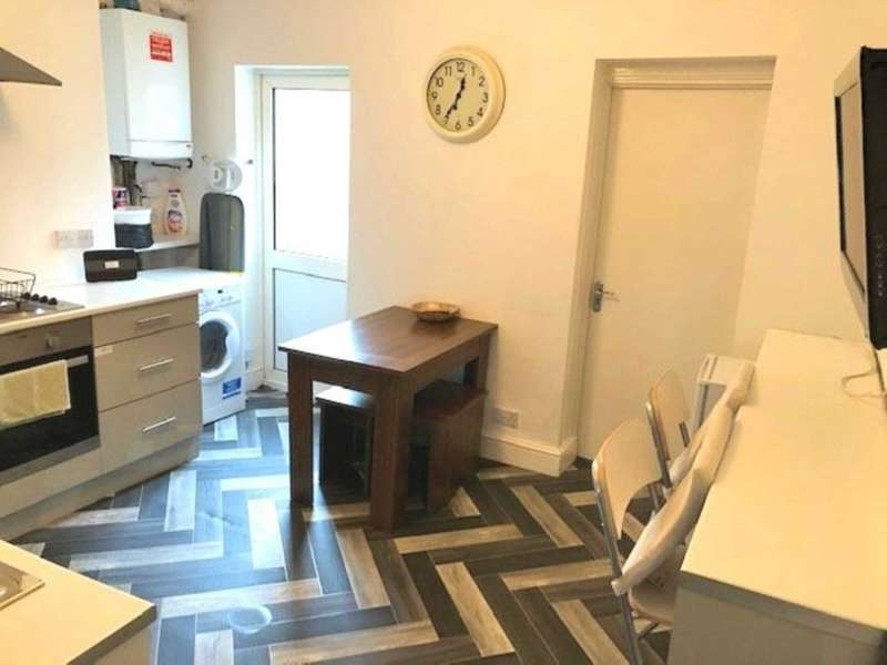 4 Bedrooms Terraced House for rent in Romney Street, Salford