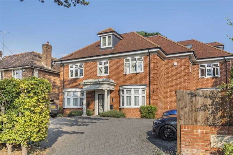 2 Bedrooms Flat for sale in Bradmore Way, Brookmans Park, Hertfordshire