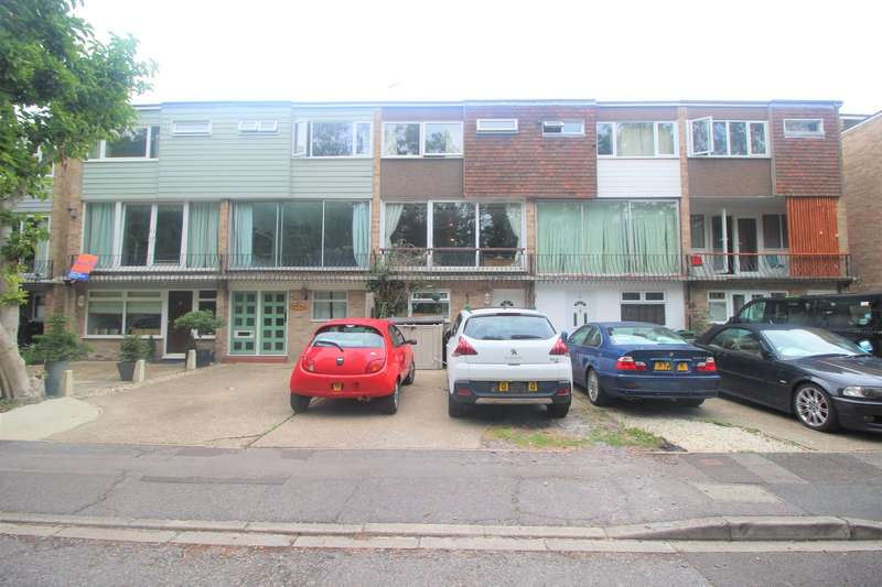 4 Bedrooms House for sale in Rampart Gardens, Portsmouth, Hampshire, PO3