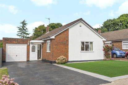 2 Bedrooms Detached Bungalow for sale in Nutfield Way, Orpington