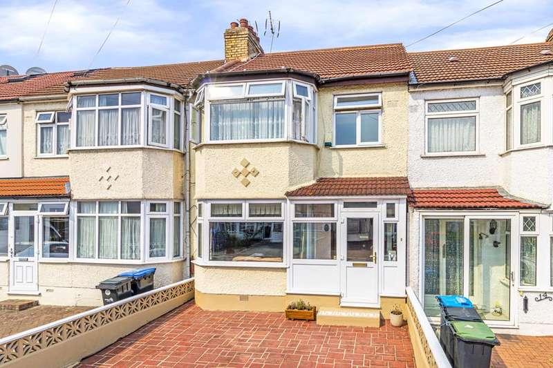 4 Bedrooms Property for sale in Broadlands Close, Enfield, London, EN3