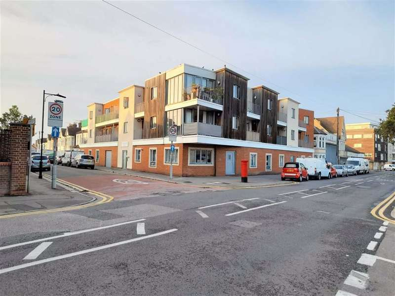 2 Bedrooms Flat for sale in 199 - 207 West Road, Southend, Essex