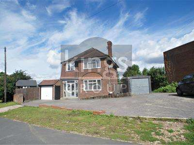 3 Bedrooms Detached House for sale in Paternoster Hill, Waltham Abbey