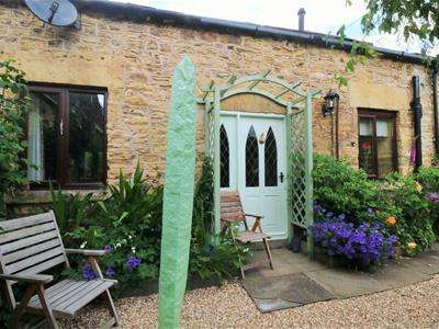 2 Bedrooms Barn Conversion Character Property for sale in The Old Barn,The Mews ,Castle Hill Fold, Hickleton, Doncaster