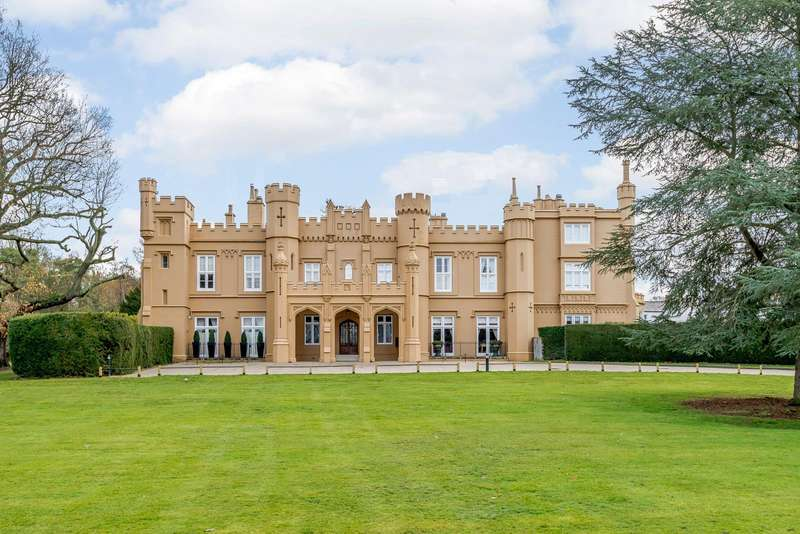 3 Bedrooms Apartment Flat for sale in Wall Hall Mansions, Aldenham