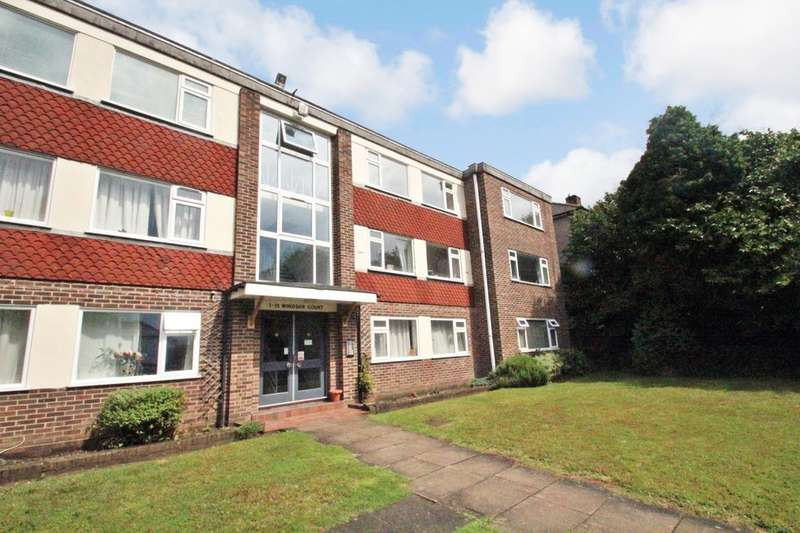 2 Bedrooms Flat for sale in Southlands Grove, Bickley