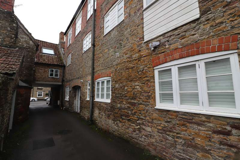 2 Bedrooms Ground Flat for sale in High Street, Wickwar, Wotton-under-Edge, GL12 8NP