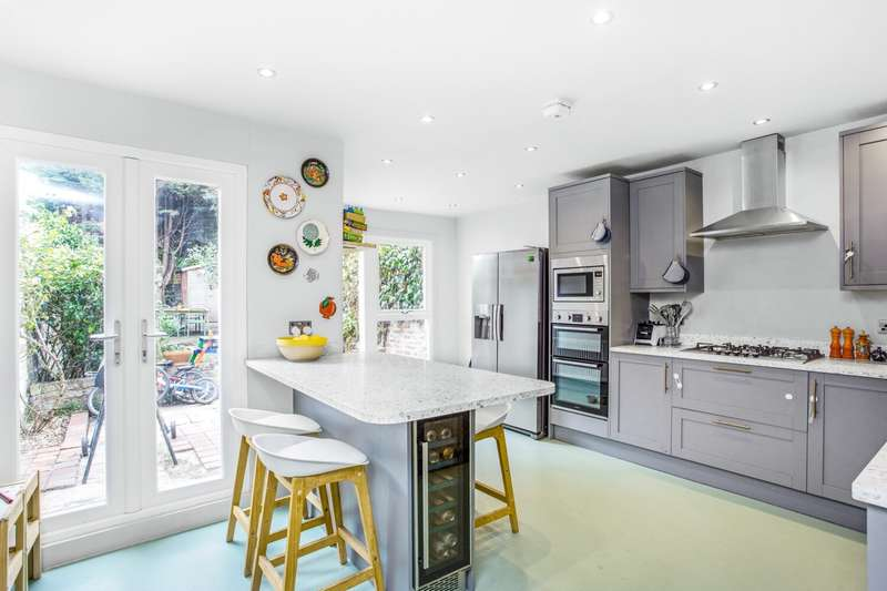 3 Bedrooms Terraced House for sale in Woodland Hill, London