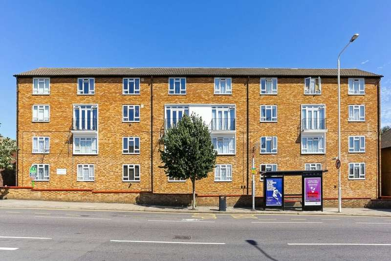 2 Bedrooms Flat for sale in Whalebone Lane South, Chadwell Heath, Romford, RM6