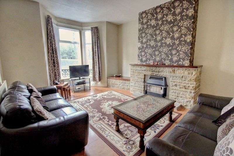 4 Bedrooms Property for sale in Bowling Park Drive, Bradford