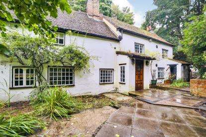 5 Bedrooms Detached House for sale in Church End, Markyate, St. Albans, Hertfordshire