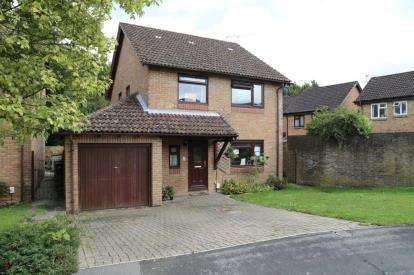 4 Bedrooms Detached House for sale in Waterlooville, Hampshire, United Kingdom