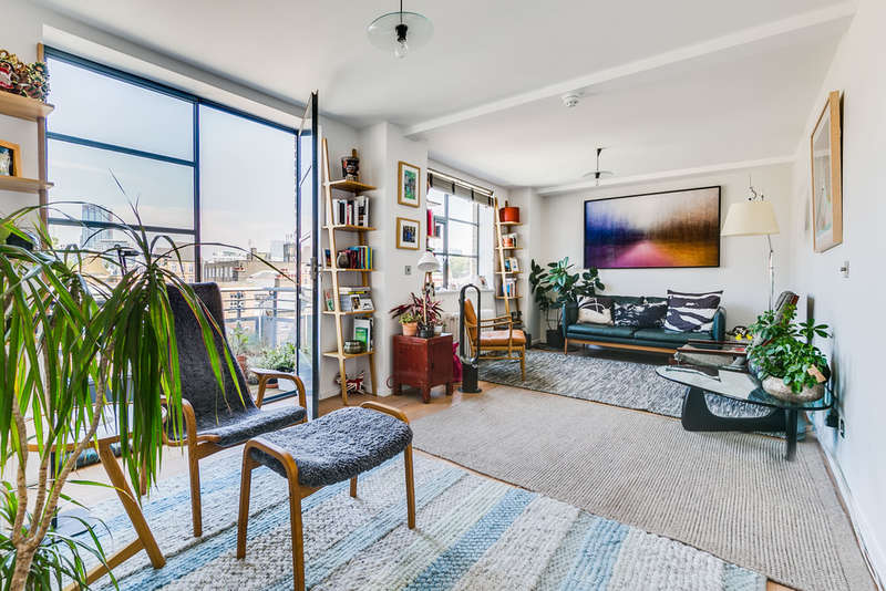 3 Bedrooms Flat for sale in Bowling Green Lane, EC1R 0BD