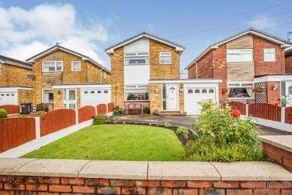 3 Bedrooms Detached House for sale in Queensway, Euxton, Chorley, Lancashire