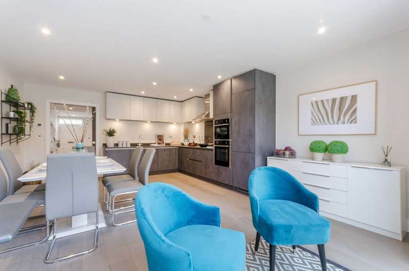 3 Bedrooms Flat for sale in Borough Road, Kingston, KT2