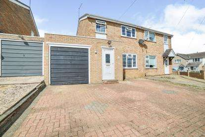3 Bedrooms Semi Detached House for sale in Lynford Way, Rushden, .
