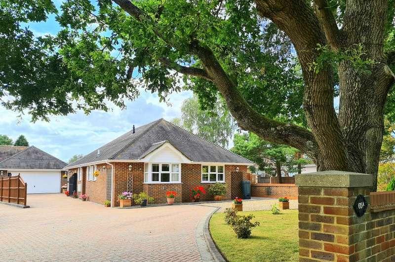 3 Bedrooms Detached Bungalow for sale in Woolsbridge Road, Ashley Heath, Ringwood, BH24 2LX