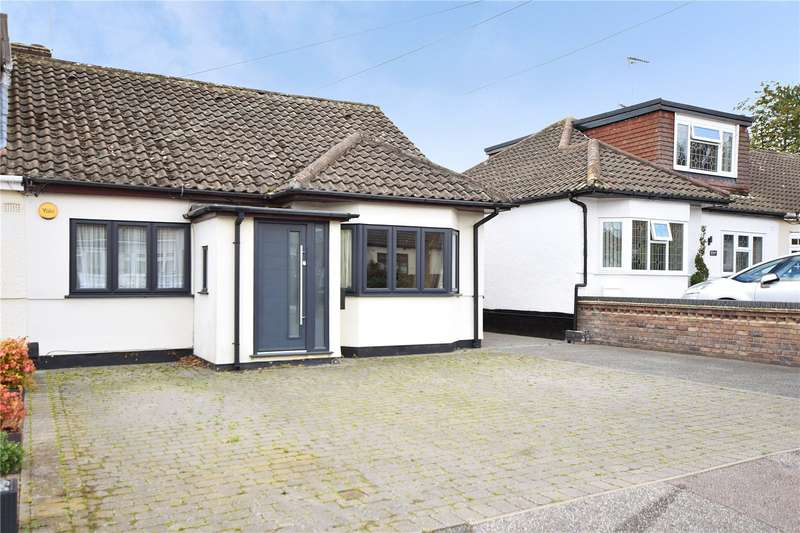 3 Bedrooms Semi Detached Bungalow for sale in Carruthers Close, Wickford, SS11