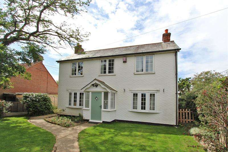 4 Bedrooms Detached House for sale in Pitmore Lane, Sway, Lymington, Hampshire, SO41
