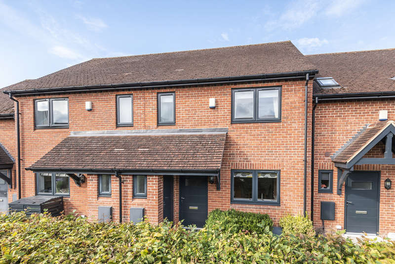 2 Bedrooms Terraced House for sale in Broadview Close, Kings Worthy