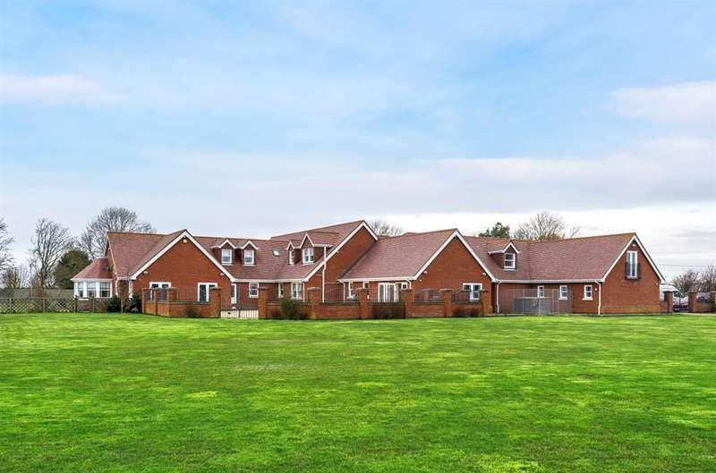 5 Bedrooms Detached House for sale in Mill Lane, Skegness, PE25 1HW