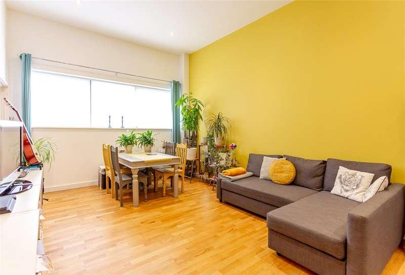 2 Bedrooms Apartment Flat for sale in Alexandra Court, Windsor, Berkshire, SL4 3BP