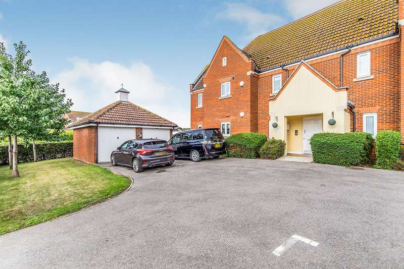2 Bedrooms Apartment Flat for sale in Rivenhall Way, Hoo, Rochester, Kent, ME3