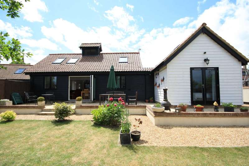 3 Bedrooms Detached Bungalow for sale in Gobions Farm Chase, Church Street, Great Burstead