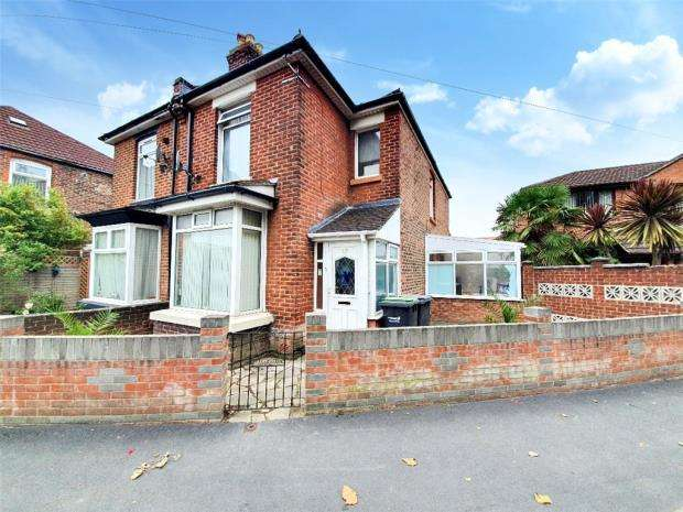 3 Bedrooms House for sale in Grove Road, Gosport, Hampshire