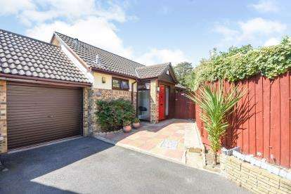2 Bedrooms Bungalow for sale in Southchurch Boulevard, Southend-On-Sea, Essex